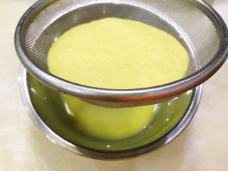 姜汁撞奶,浸泡5分钟,滤渣取汁