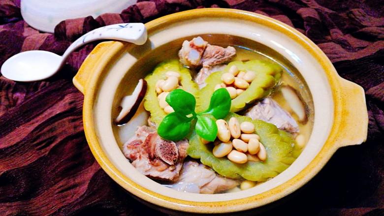 粤式靓汤~凉瓜黄豆猪骨汤