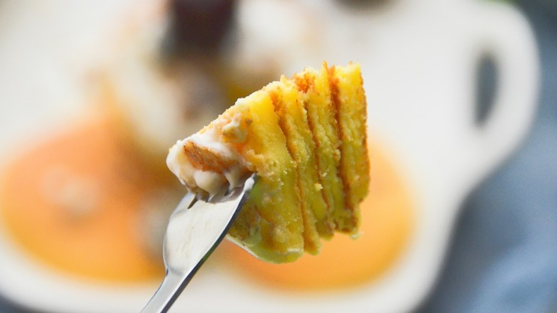 酸奶松饼+酸奶燕麦淋面(无泡打粉),口感很松软。