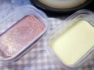 家宴甜点~双色奶冻小方,从冰箱取出保鲜盒