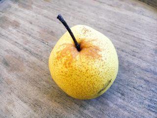 美容养颜 润肺止咳 冰糖银耳炖雪梨,雪梨1只。