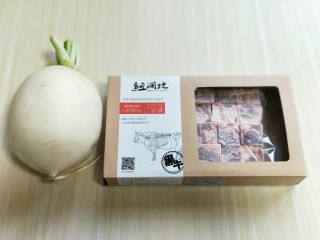 做年货+养生-增强免疫力的牛肉萝卜煲,准备食材。
