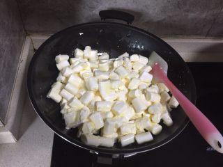 网红雪花酥,加入棉花糖拌匀