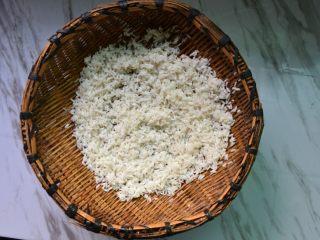 黑白珍珠丸子,糯米沥水备用