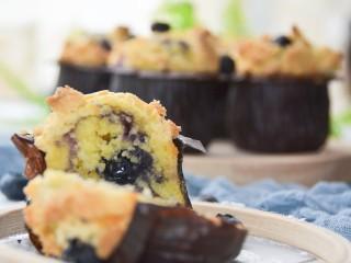 蓝莓酸奶酥粒麦芬,满满的蓝莓颗粒~