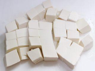 麻婆豆腐,豆腐切块