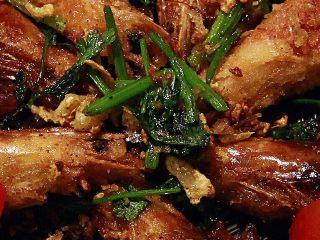 椒盐大虾,这里面的香菜,也是超级好吃的呢。