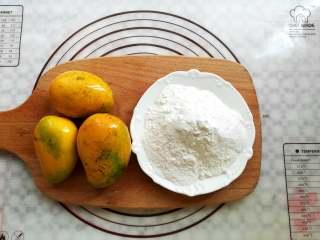 芒果椰奶冻,准备好芒果和椰奶冻粉