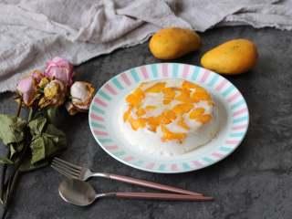 芒果椰奶冻,吃的时候脱模就可以了