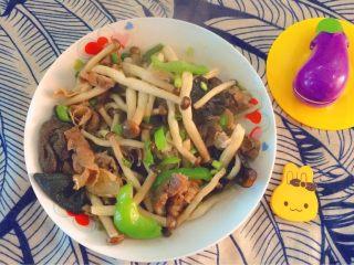 蟹味菇炒牛肉卷