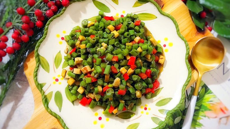 家常一碟小菜の蚝油素三丁(辣椒豆干炒豇豆)