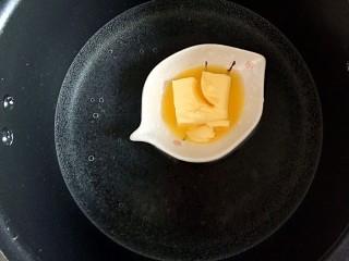 #宝宝零食#蛋黄小奶酥,黄油隔热水融化