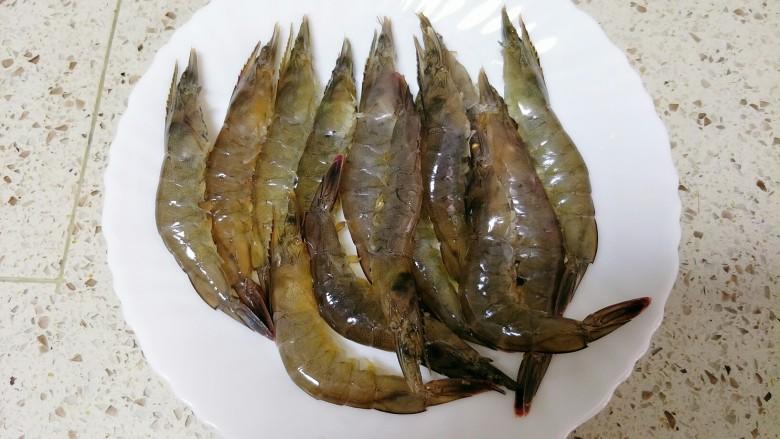 避风塘炒虾,剪掉须、脚