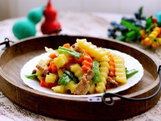 做年货-梅花肉爆炒狼牙土豆条(砂锅版)