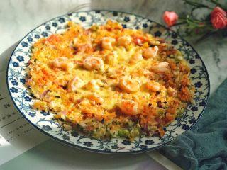 剩米饭的春天 米饭披萨,全程小火慢煎,虾仁熟了之后取出就可以。