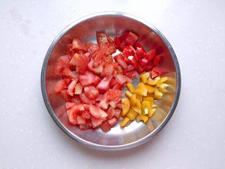 茄汁蓮藕雞肉丸子(親子版)-輔食,番茄和紅黃彩椒切丁