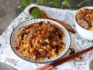 萝卜干炒腊肠,简单的食材炒出美味的下饭菜