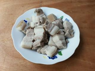 甜滋滋冰糖红腐乳肉,温水清洗干净