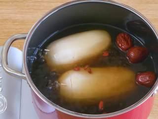糯米莲藕12m+(宝宝辅食),放入清水,没过莲藕~