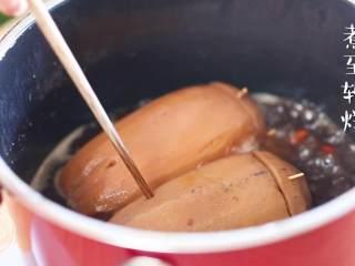 糯米莲藕12m+(宝宝辅食),然后开大火煮开,小火煮到软烂,用筷子能轻松扎动的程度就可以啦~