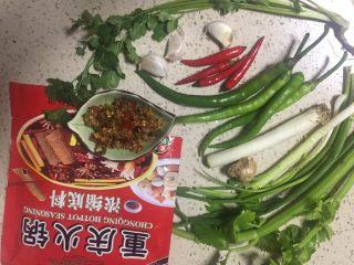 麻辣火锅鲜鱼,准备所需食材,可任意用重庆任何品牌的火锅底料