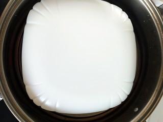 #宝宝辅食#自制午餐肉,上面盖盘子,冷水上锅,大火蒸20分钟