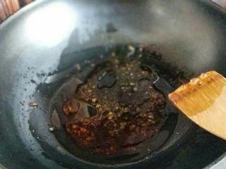 做年货+不放老抽的红烧鸭腿儿,小火融化的糖浆。