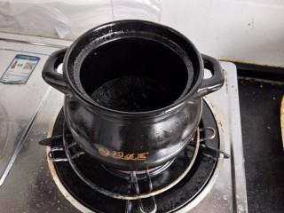 烧萝卜,砂锅入油放入作料