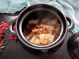烧萝卜,等汤汁变得浓稠时加盐味调味可以关火