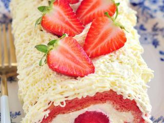 草莓蛋糕卷,美美哒。