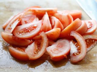番茄牛腩煲,随后切片