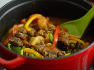 番茄牛腩煲,开大火,翻炒收汁