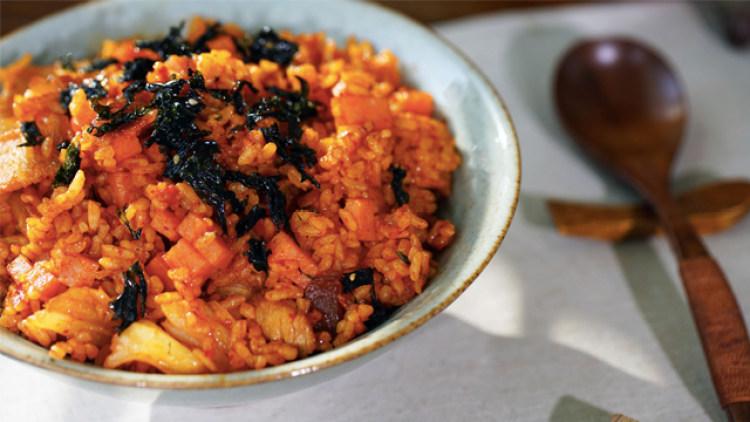 冬天最开胃的辣白菜炒饭,单身汪必备美味料理!