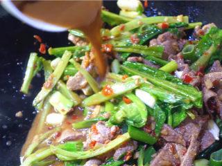 爆炒猪肝,最后放调好的水豆粉,翻炒均匀。起锅。