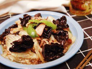 黑白菜★实用快手系列「白菜炒木耳」,这道菜,可以排毒,可以抗癌,味道鲜美,简单易成,也是人气菜品呢。