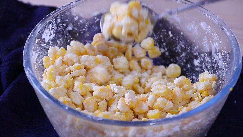 香甜玉米烙,搅拌均匀备用