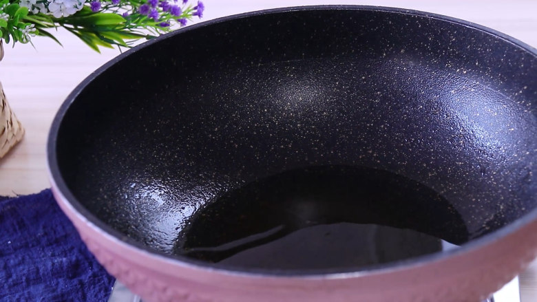 香甜玉米烙,锅中留少许的热油