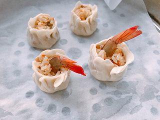 #宝宝辅食#香菇虾仁糯米烧卖 24M+,蒸的时候往表面喷些水,大火烧开后,中火蒸15分钟。