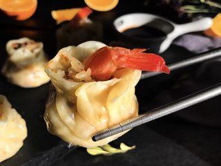 #宝宝辅食#香菇虾仁糯米烧卖 24M+,蒸好后蘸些料汁,吃起来超级软糯,加了香菇后不仅香味十足,混合着虾的鲜美,简直美味。