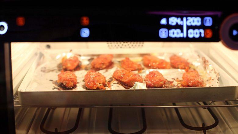 香辣烤翅,入烤箱再烤5分钟