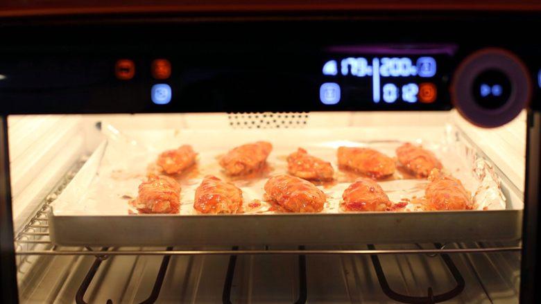 香辣烤翅,入烤箱继续烤5分钟