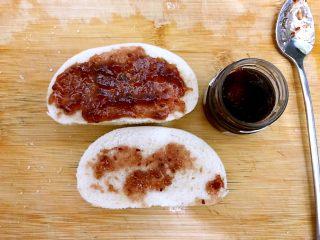 美好早餐开启美丽心情の黄金果酱馒头西多士+美式炒鸡蛋,另外两片也是分别抹上果酱,我用了蓝莓酱