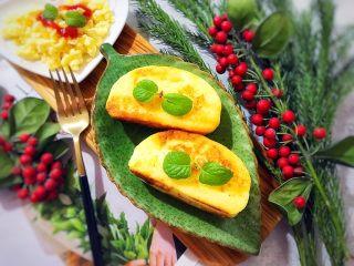美好早餐开启美丽心情の黄金果酱馒头西多士+美式炒鸡蛋,再配上一杯热牛奶,我们的这一份超完美早餐就完成啦o((*^▽^*))o