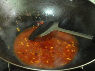 红烧豆腐,加入半碗清水、酱油