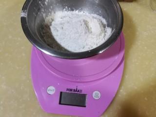 健脾去湿,茯苓山药苏打饼干,称量低筋面粉和茯苓山药粉