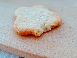 健脾去湿,茯苓山药苏打饼干,层次分明,口感酥脆。最重要的是,还有健脾去湿功效呢。