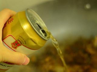 啤酒鸭,加入2罐啤酒,不用加水了