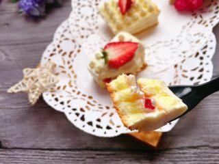 迷你草莓奶油蛋糕,哈哈,来一口。😍