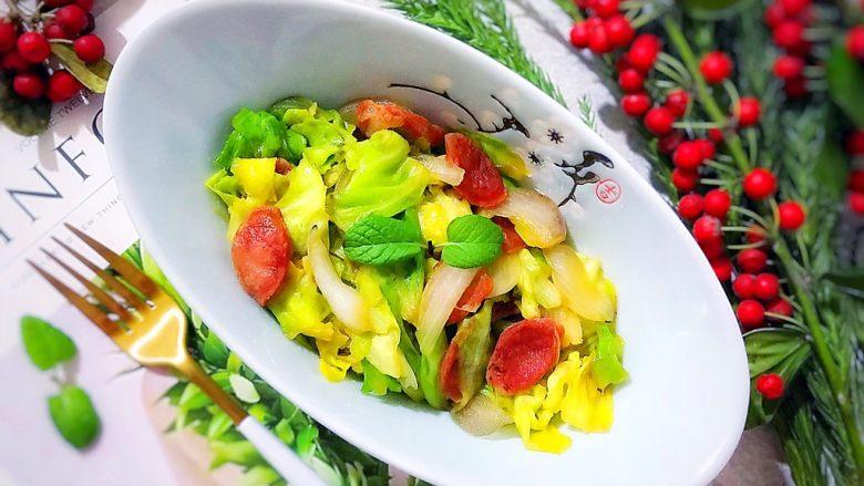 锦衣玉食~圆白菜洋葱炒腊肠,颜值不错,口感清新(✺ω✺)