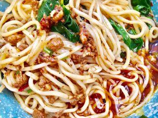 #重庆地方特色#重庆麻辣炸酱面,重庆人爱吃麻辣,和味道吃得多元化是远近闻名的,敢来挑战下重庆味的炸酱面吗?
